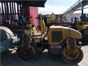 Rodillo doble tambor Caterpillar CB224D (Quito)